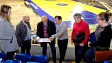 El delegado de la Federación Europea de Balonmano (EHF) y responsable de instalaciones de la entidad, Jan Tuik, ha visitado esta semana Santander para conocer y evaluar las dotaciones deportivas […]