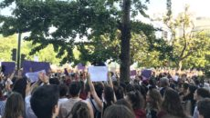 Medio millar de personas se han concentrado este viernes frente a la Delegación del Gobierno en Santander para protestar contra la puesta en libertad provisional de La Manada y han […]