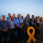 Varios consellers catalanes posan con un lazo amarillo durante el acto de conmemoración en Alcanar
