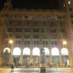 """Despliegan una pancarta contra Felipe VI en Plaza Cataluña: """"El Rey no es bienvenido en los países catalanes"""""""