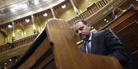 """MADRID, 22 El ministro de Fomento, José Luis Ábalos, ha defendido su decreto ley de alquileres como la """"primera respuesta"""" del Gobierno para actuar contra la falta de acceso de […]"""