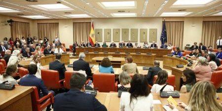 La Junta Electoral Central (JEC) ha aceptado todas las fórmulas de acatamiento de la Constitución utilizadas este lunes por los eurodiputados electos, incluso aquellas en las que se mencionaba a […]