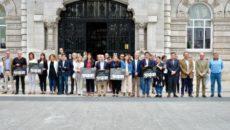 Miembros de la Corporación santanderina, trabajadores municipales y vecinos se han concentrado este mediodía en la plaza del Ayuntamiento para recordar a la mujer desaparecida el pasado 7 de agosto […]