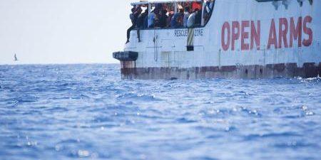 ROMA, 21 El Open Arms ha abandonado este miércoles el puerto comercial de Lampedusa en el que desembarcó a los 83 migrantes y refugiados que aún quedaban a bordo y […]