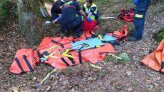 Ha sufrido un posible trauma en rodilla y codo y ha sido porteada en camilla por bomberos de Valdáliga 50 metros hasta una pista Bomberos de Emergencias Cantabria 112 del […]