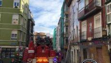"""Otras seis personas, cinco mujeres y otro hombres, han sido trasladados por prevención pero """"no revisten ninguna gravedad"""" Siete de los once vecinos evacuados del número 15 de la calle […]"""