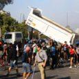 """Cientos de personas han marchado este sábado en silencio y vestidas de negro por Santiago de Chile, la capital del país, para protestar por las """"víctimas de violaciones de Derechos […]"""