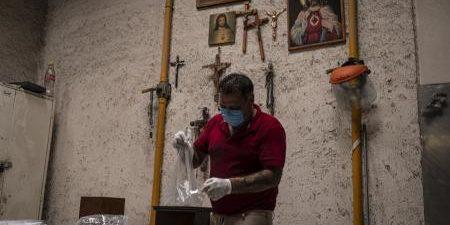 Las autoridades sanitarias de México han informado este lunes de que el país ha superado la barrera de los 48.000 fallecimientos a causa de la COVID-19, una cifra que ha […]