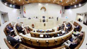 El Parlamento de Cantabria ha activado el protocolo Covid tras haberse registrado un caso positivo, una persona asintomática cuyo diagnóstico se confirmó este lunes y que lleva confinada en su […]